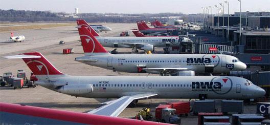 Image: NWA Planes at terminal