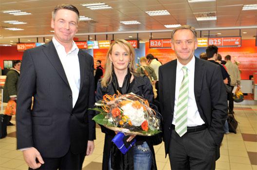 Image: easyJet welcome 10 millionth passenger to Schönefeld on 30 April
