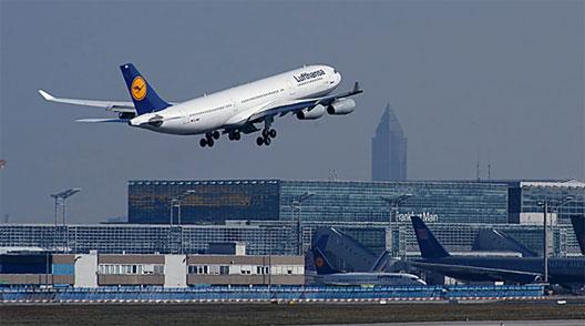 Image: Lufthansa plane taking off at Frankfurt