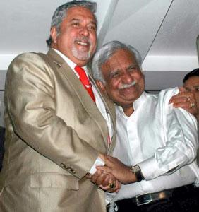 Image: Kingfisher boss Vijay Mallya (left) and Jet Airways owner Naresh Goyal