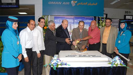 Image: Oman Air cake cutting ceremony