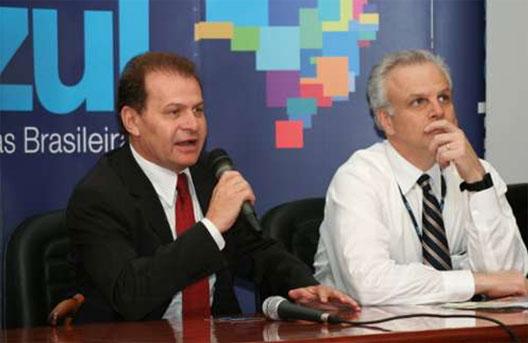 Image: Azul's David Neeleman (right)
