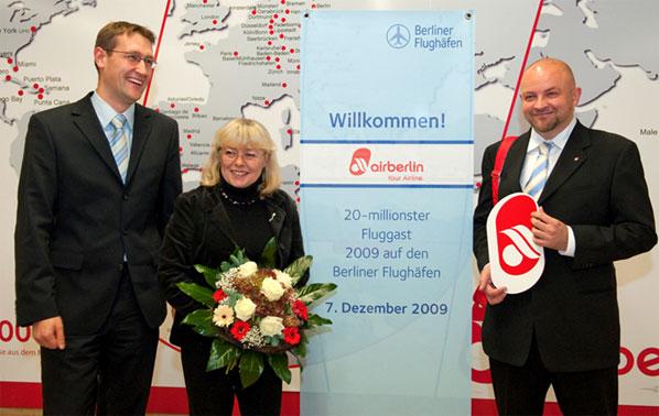Berlin Airports' 20-millionth passenger of 2009 – Dr Ewa Bojenko-Izdebska