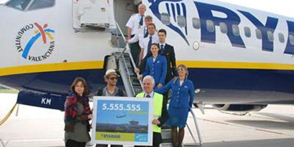 Clearly unable to wait for Ryanair's six million passenger mark, Lübeck Airport decided to reward Steffen Schebesta instead