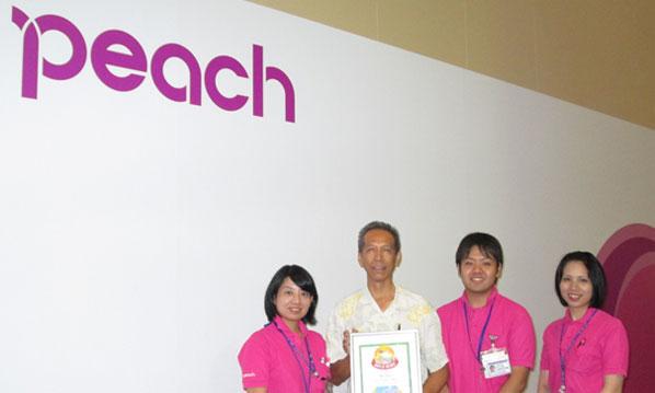 Proudly showing off their Route of the Week prize at Naha Airport (from left to right) is: Yukako Nohara, Supervisor, Junichi Nakamura, Naha Airport Station Manager, Daichi Arakaki, Agent and; Aya Miyakawa, Agent.