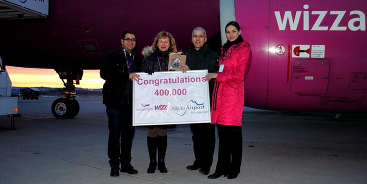 Wizz Air celebrating carrying 400,000 passengers at Memmingen Airport