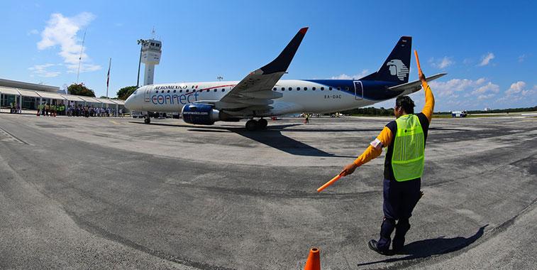 mexico-runway-signal-man