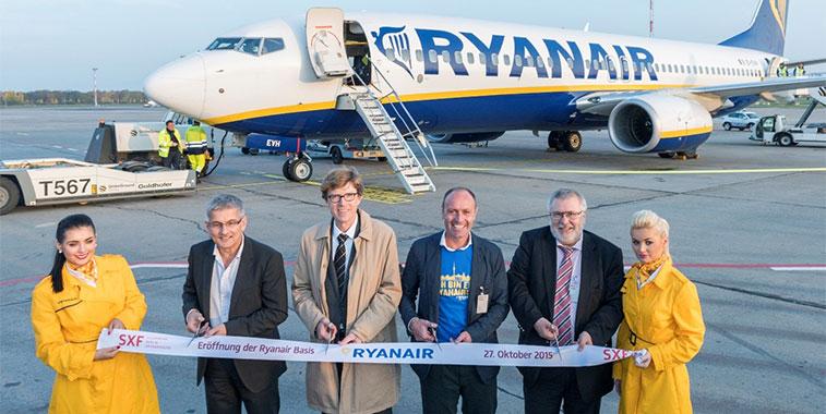ryanair flight attendants berlin schonefeld